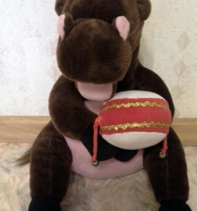 Игрушка лошадь с барабаном.
