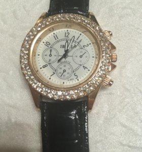 Часы женские с ремешком