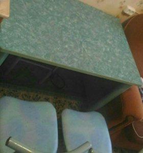Кухонный стол+2 стула