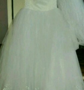 Свадебное платье и фата новые