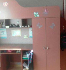Двухъярусная кровать+стол и шкаф срочно!!!!