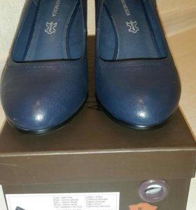 Новые туфли ( кожа ). Р.- 40.