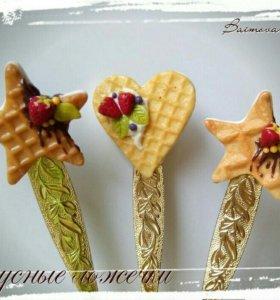 Вкусные ложечки с декором из полимерной глины