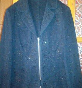Пиджак стрейч с вышивкой и стразами