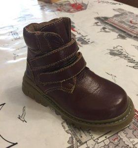 Обувь на мальчика р 25.