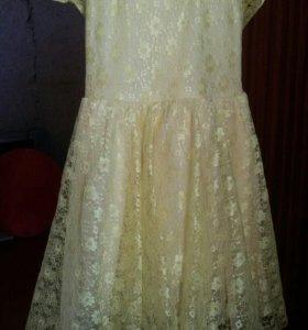 Красивое ярко желтое платье