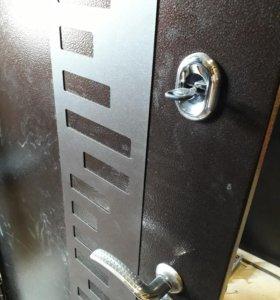 Продаю дверь для частного дома