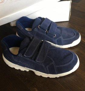 Кроссовки новые,кожаные 36р.