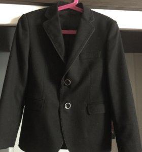 Пиджак чёрный на 7 лет ( в 1 класс)