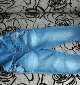 Комбинезон джинсовый для девочки.