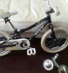 Велосипед для девочки от 3х до 6 лет.