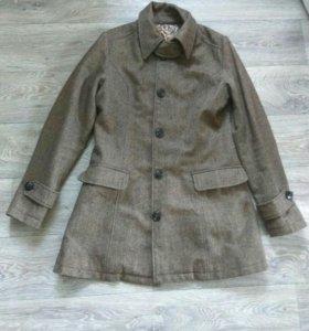 Шерстяное легкое пальто 44