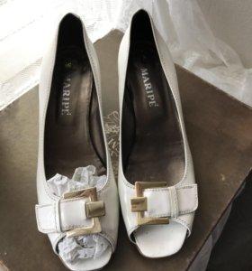 Туфли белые лак