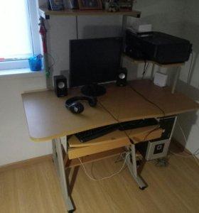 Компьютер и компьютерный стол