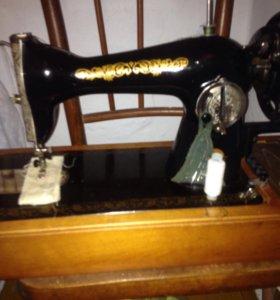 Машинка швейная ссср в идеальном состоянии