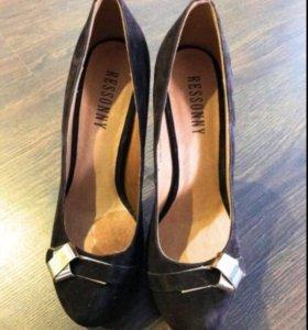 Супервысокие туфли на шпильке