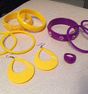 Модные браслеты и серьги из пластика