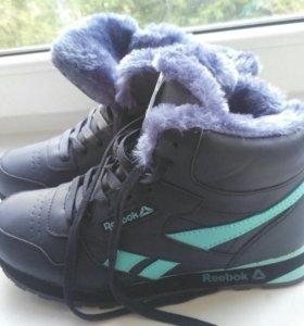 Зимние женские кроссовки Reebok.