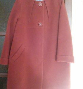 Пальто темно терракотового цвета; новое. Veale.