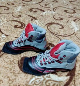Лыжные ботинки 33 р.Состояние новых.