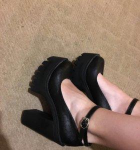 Туфли 37 -38 размера