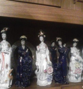 Китайские фарфоровые статуэтки.
