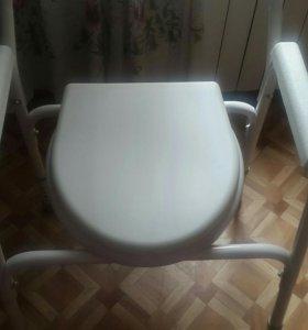 Кресло-туалет с съемным санитарным устройством