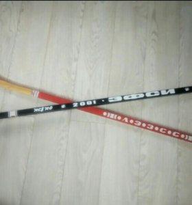 2 хоккейные клюшки