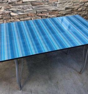 Кухонный стол светлые грани