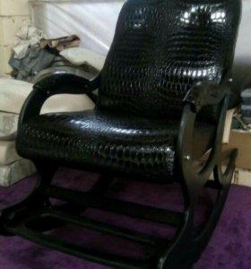 Кресло-качалка Люкс с подножкой, черный крокодил