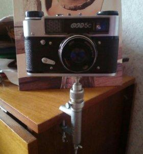 Фотоаппарат с подставкой. Все на фото.