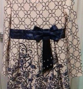 Платье для девочки новое.