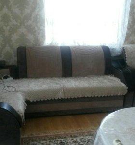 Угловой холл с креслом
