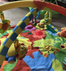 Детский развивающий коврик с погремушками