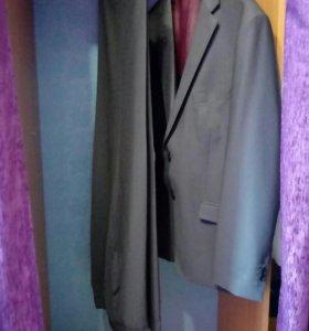 Костюм + 2 рубашки + 2 галстука