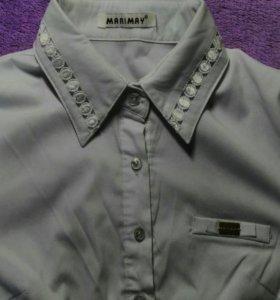 Множество белых рубашек
