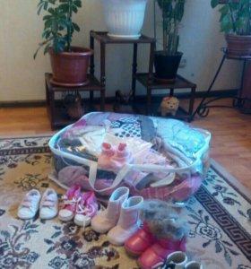 Много фирменных вещей и обуви для девочки
