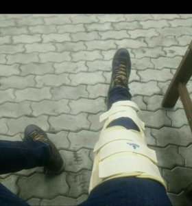 тутор на ногу