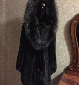 Норковая шуба с капюшоном из чернобурки