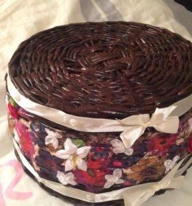 Плетёная корзинка с цветами
