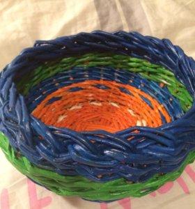 Цветная плетёная корзинка