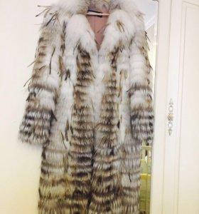 Шуба из меха степной лисы с перьями страуса.