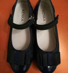 Туфли почти новые школьные .