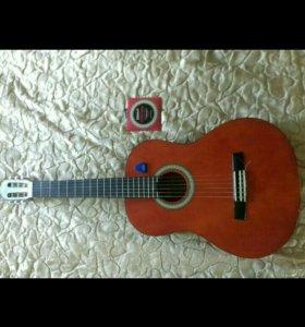 Шестиструнная классическая гитара