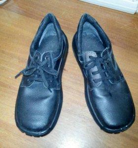 Новые ботинки ( 42 р. )