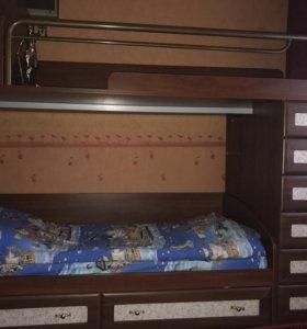 Кровать два яруса, с боку выдвижные ящики