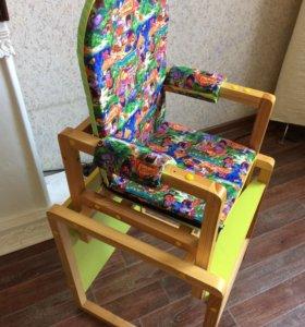 Детский столик и стульчик для кормления