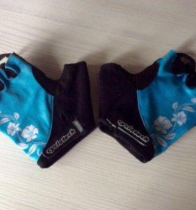 Перчатки спортивные женские