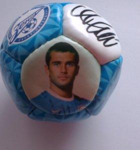 Сувенирный мяч с автографом Александра Кержакова