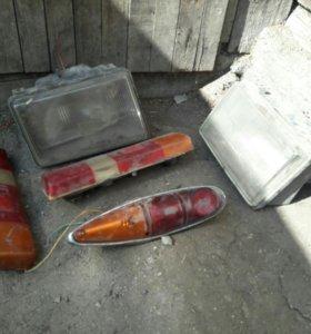 Стекло ,2 фары 2 стопоря и 1 стапарь москвича